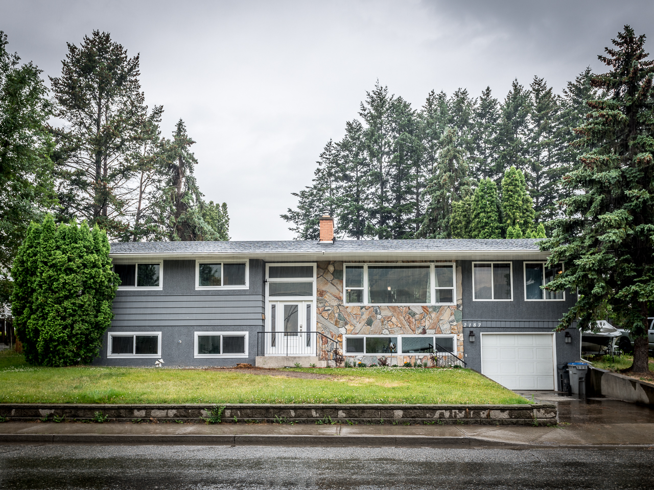 Completely Renovated Home in Valleyview -2187 Flamingo Road