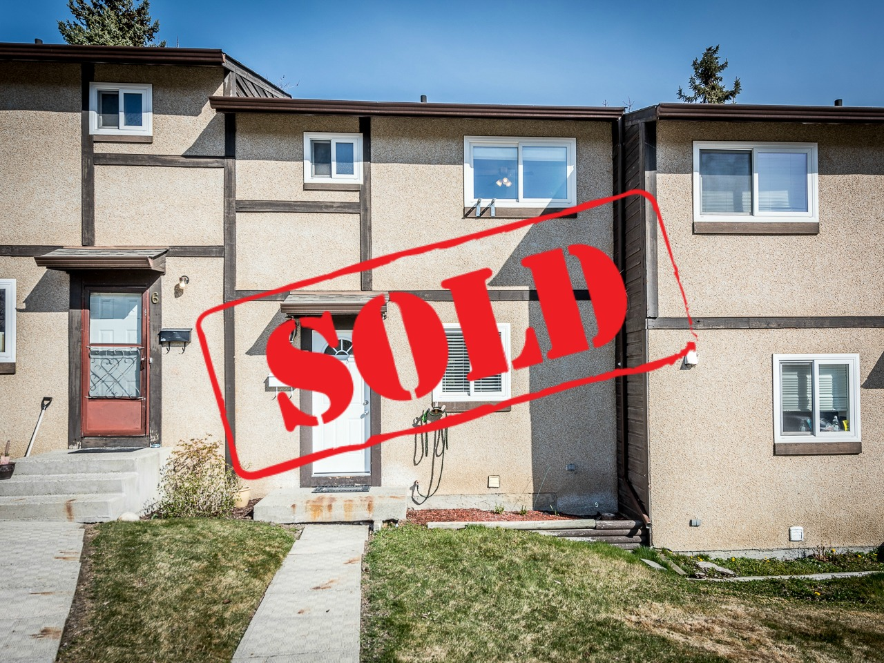 Updated Townhouse in Sahali – 5-1605 Summit Drive