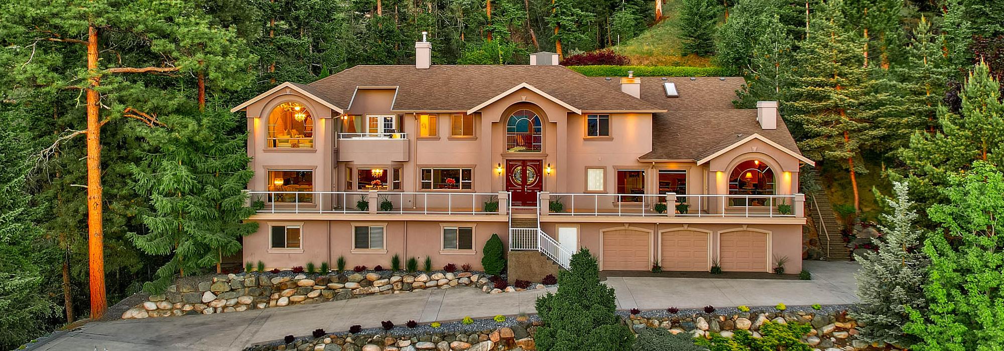 Luxury Living In Kamloops – 2020 High Schylea Drive