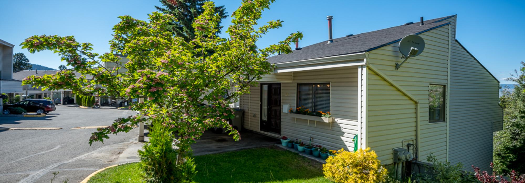 3 Bedroom Townhouse in Sahali – 23-931 Gleneagles Drive